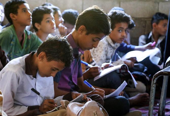 السعودية والإمارات تمنح 70 مليون دولار لمساعدة المعلمين اليمنيين