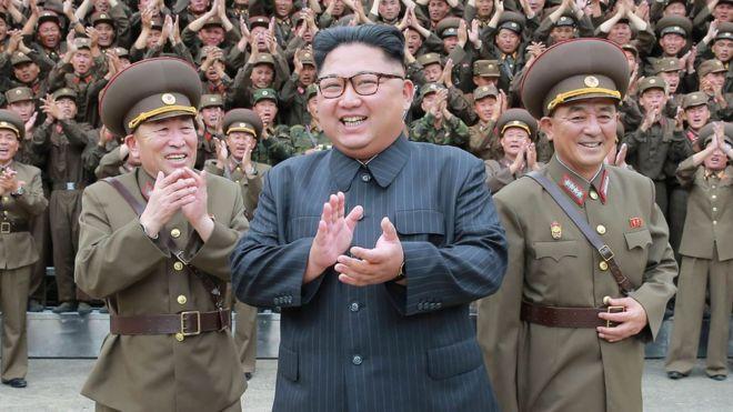 كوريا الشمالية: يشرف كيم جونج أون على اختبار مكون صاروخي