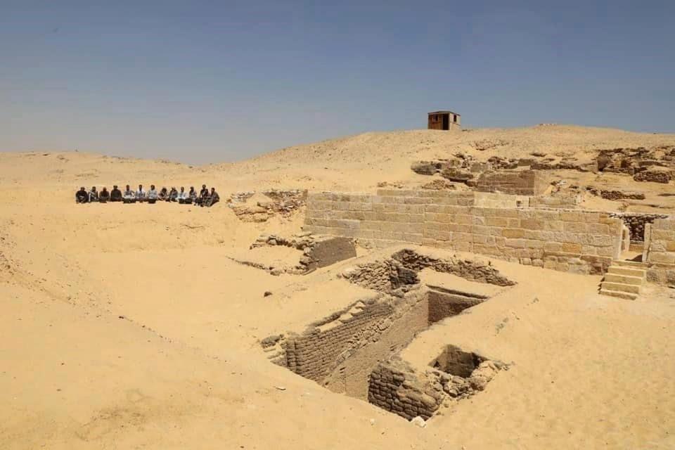 مصر- المقبرة القديمة وجدت في أهرامات الجيزة الشهيرة